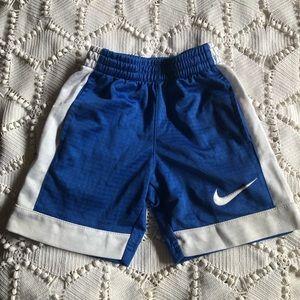 Boys size 4/5 Nike elastic waistband shorts